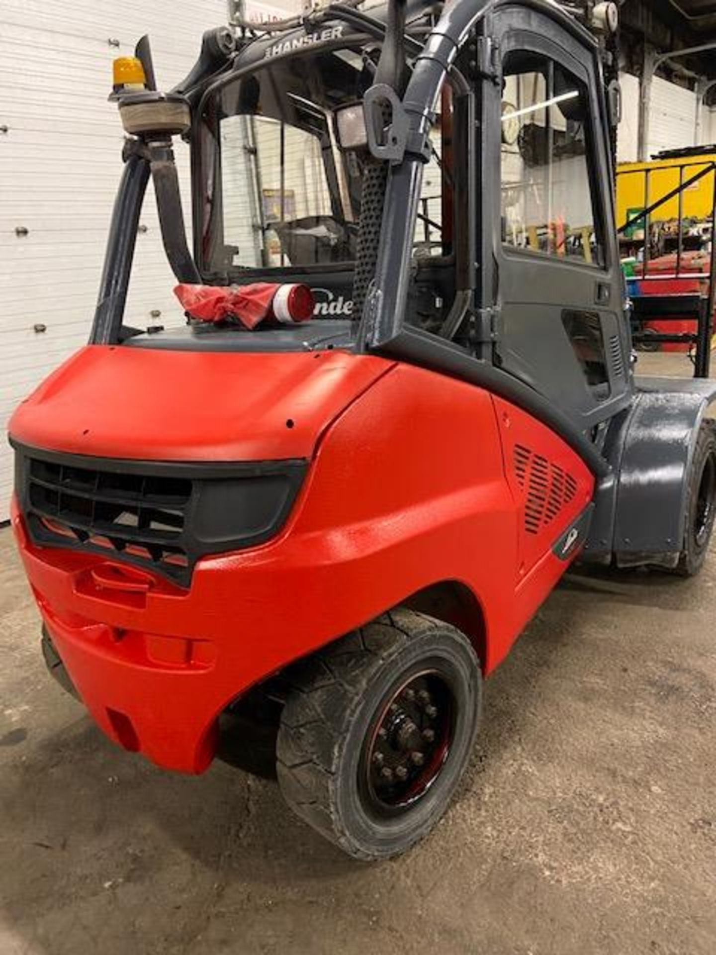 FREE CUSTOMS - 2012 Linde 10,000lbs OUTDOOR Forklift with NICE CAB & sideshift & fork positioner - Image 3 of 3