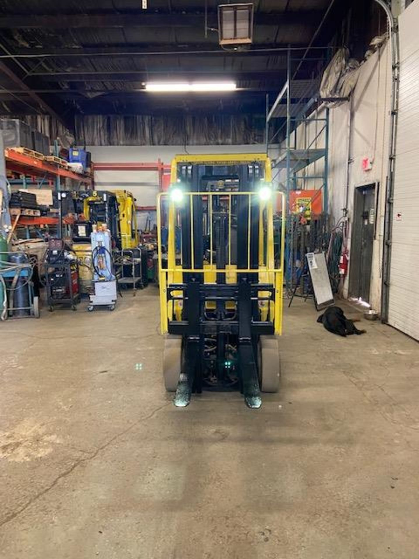 FREE CUSTOMS - 2014 Hyster 5000lbs Capacity Forklift Electric with 3-STAGE MAST with sideshift - Image 2 of 3