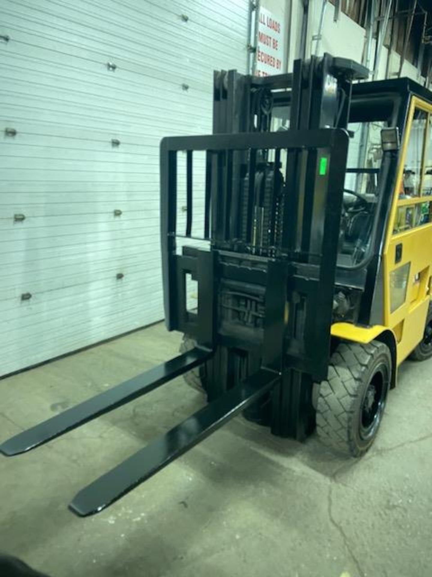 FREE CUSTOMS - CAT 6000lbs OUTDOOR Capacity Forklift LPG (propane) with 3-stage mast and - Image 2 of 3