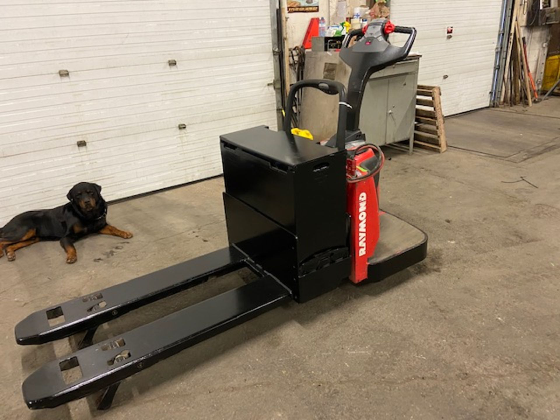 2014 Raymond Electric Ride on Powered Pallet Cart Lift 6000lbs capacity 4' Long with LOW HOURS