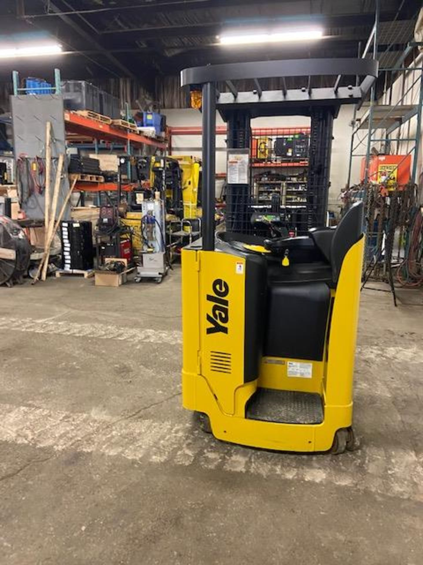 FREE CUSTOMS - Yale Reach Truck Pallet Lifter REACH TRUCK electric 4000lbs with sideshift 3-stage - Image 7 of 7