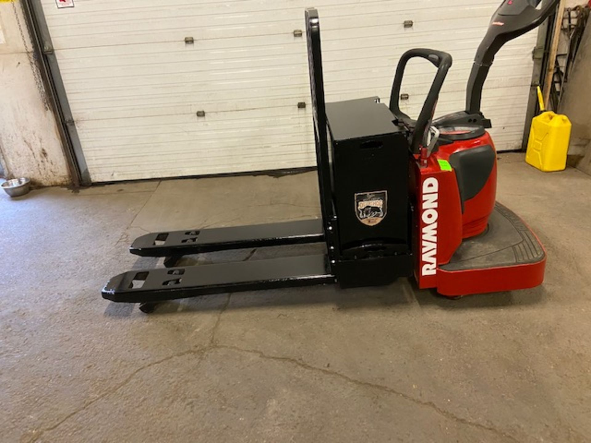 2012 Raymond Electric Ride on Powered Pallet Cart Lift with POWER STEERING 6000lbs capacity 4'