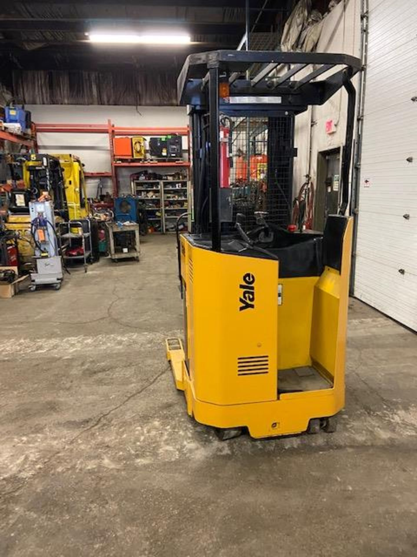 FREE CUSTOMS - Yale Reach Truck Pallet Lifter REACH TRUCK electric 4000lbs with sideshift 3-stage - Image 3 of 3