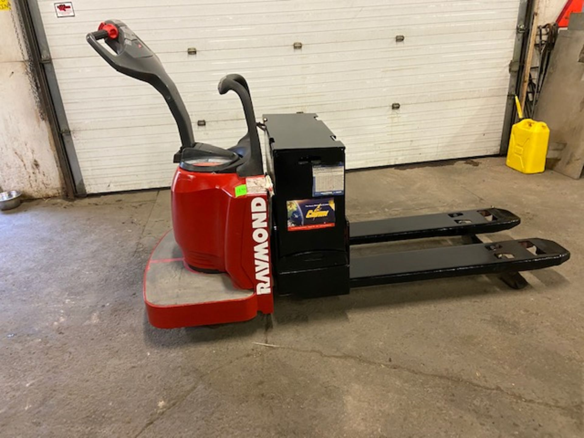 2008 Raymond Electric Ride on Powered Pallet Cart Lift 6000lbs capacity 4' Long with LOW HOURS