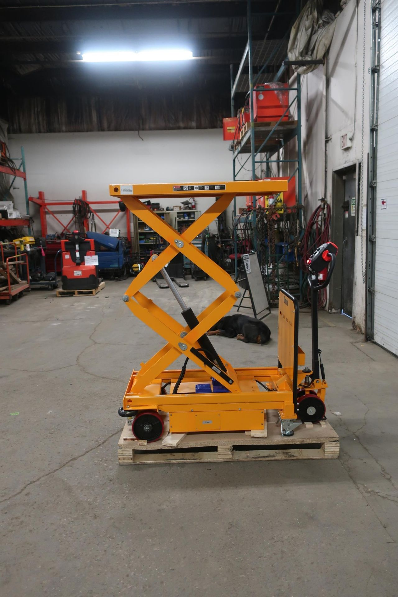 "MINT Omni Motorized Lift Table Platform 500kg / 1100lbs capacity and 1720mm / 68"" Lift Height UNUSED"