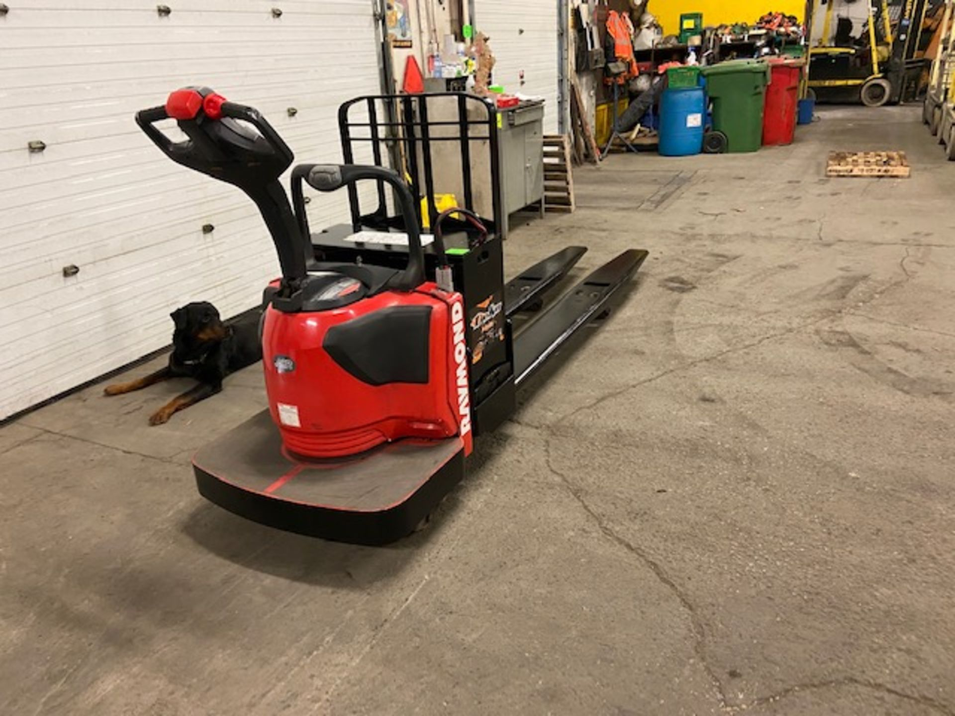 2012 Raymond Electric Ride on Powered Pallet Cart Lift 8000lbs capacity 8' Long LOW HOURS - Image 3 of 3