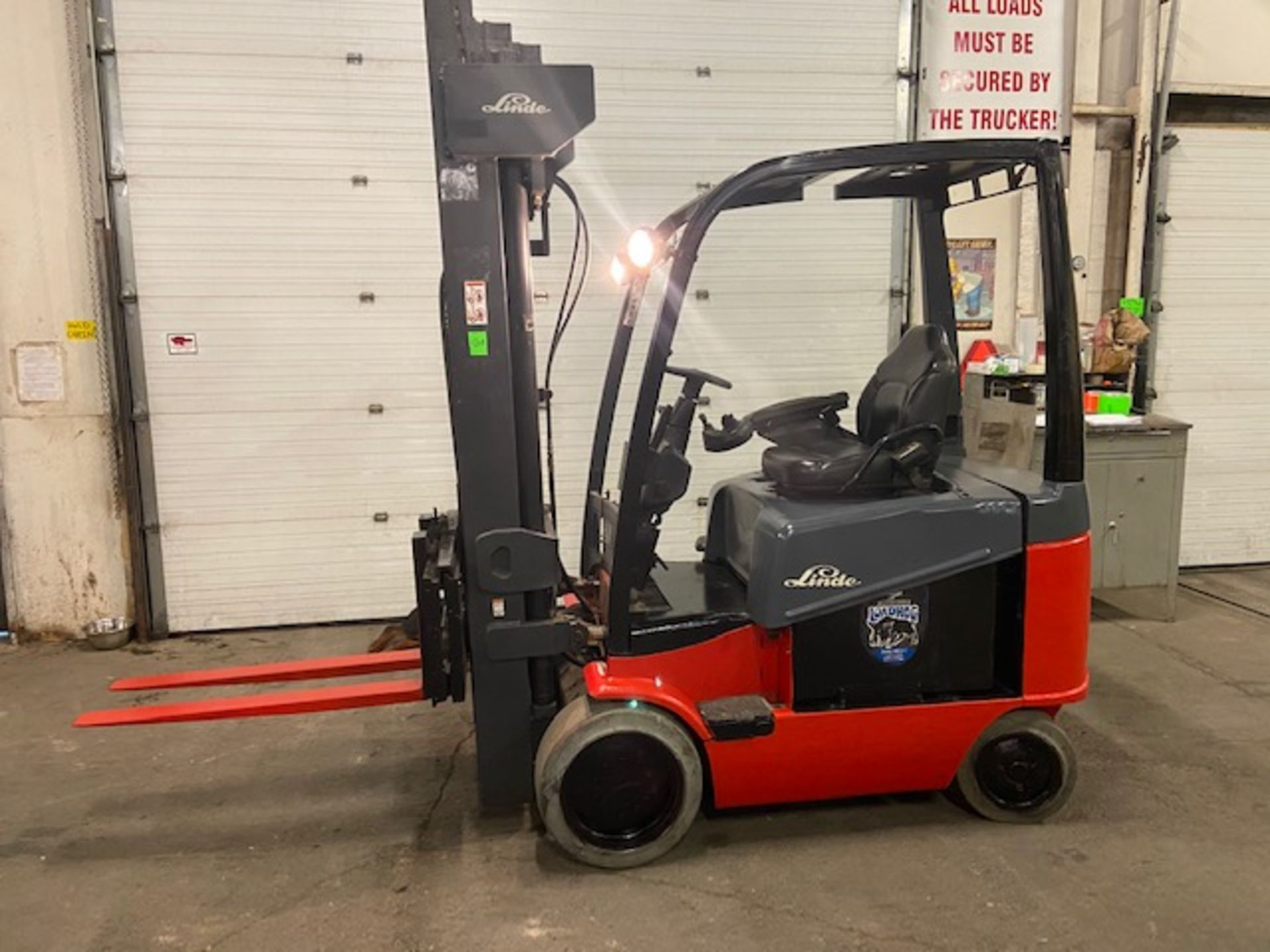 FREE CUSTOMS - LINDE 5000lbs Capacity Forklift 4-STAGE Mast - Electric unit with sideshift