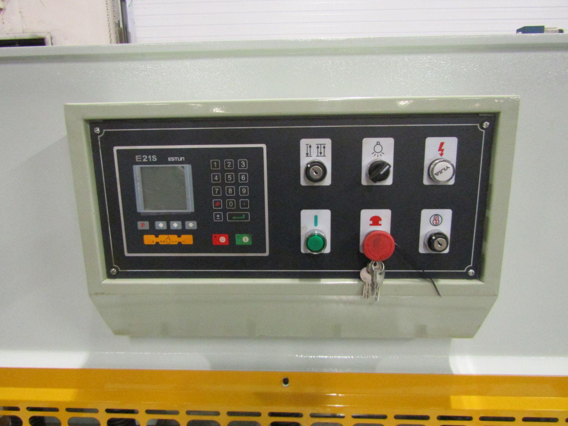 "Bernardo Hydraulic Shear 3/16"" max capacity 98"" width - 480/575V 3 phase MINT UNUSED UNIT complete - Image 2 of 6"