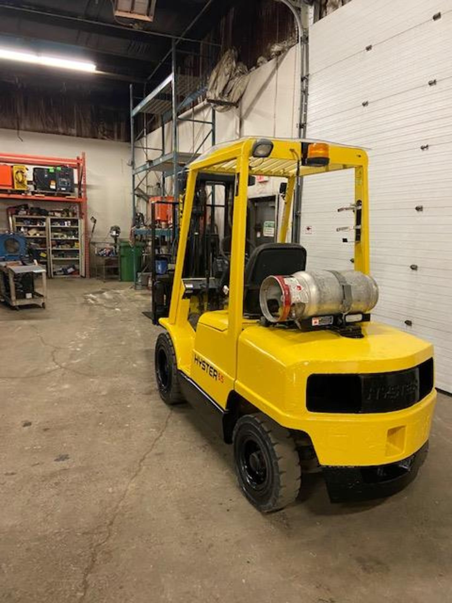 FREE CUSTOMS - Hyster 6500lbs OUTDOOR Forklift with sideshift fork positioner & 3-stage mast LPG - Image 3 of 3