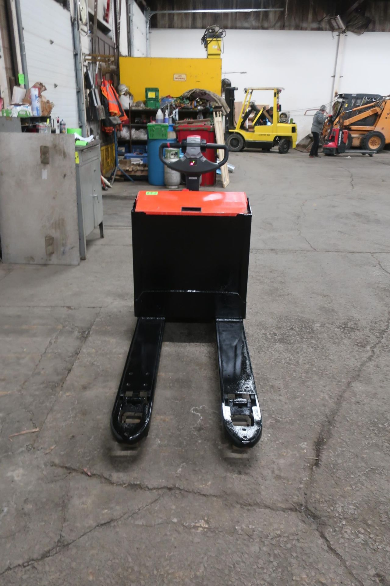 BT Raymond Walk Behind Electric Powered Pallet Cart Walkie Lift 5000lbs capacity - Image 2 of 2