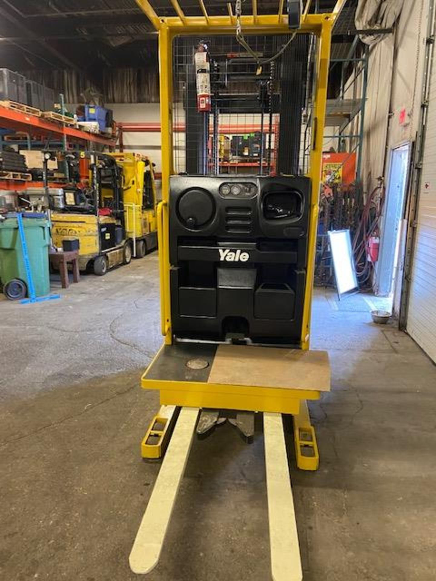FREE CUSTOMS - Yale Order Picker Electric Powered Pallet Cart Lifter - Image 3 of 3