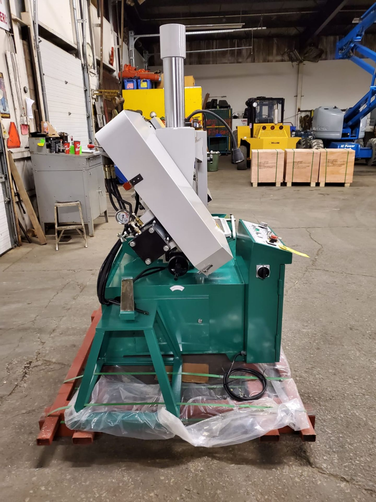 Magnum BS-1616A Horizontal Band Saw - 16 X 16 inch CUTTING CAPACITY - MINT & UNUSED 220V - Image 2 of 4
