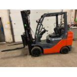 FREE CUSTOMS - Toyota 5000lbs Capacity Forklift LPG (propane) with sideshift & fork postioner and