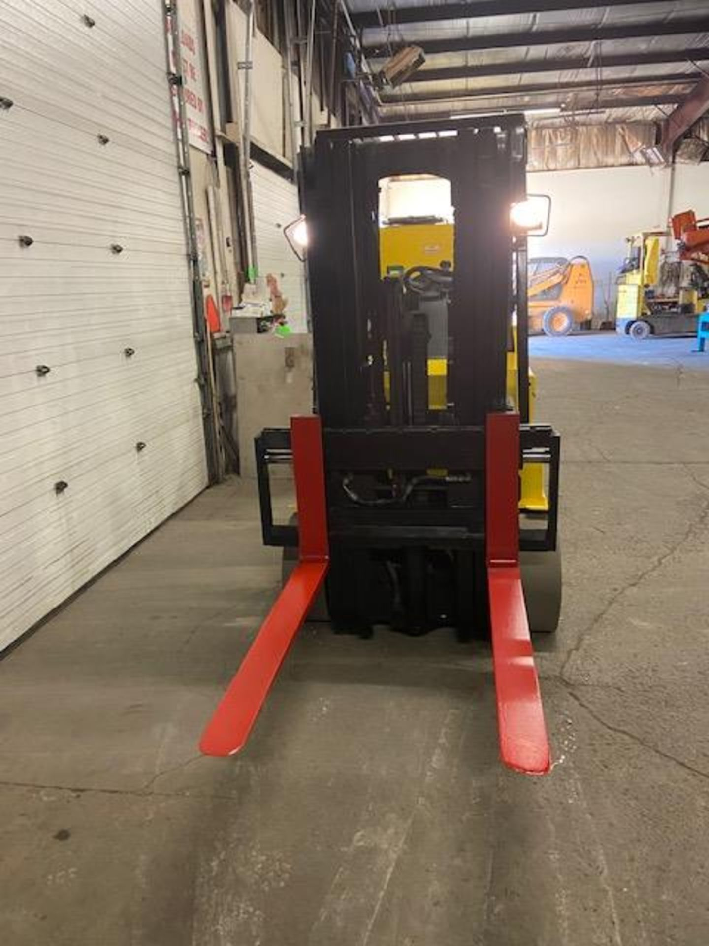 FREE CUSTOMS - 2008 Hyster 8000lbs Capacity Forklift Electric with sideshift and 3 stage mast - Image 2 of 2