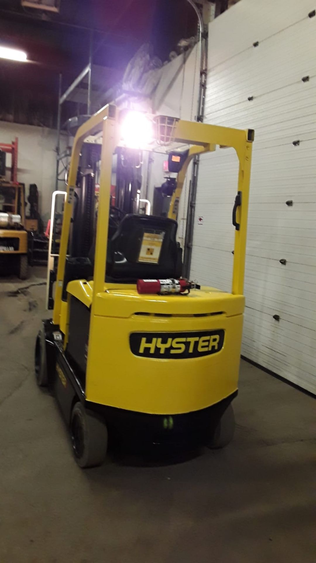 FREE CUSTOMS - 2011 Hyster 5000lbs Capacity Forklift Electric with 4-STAGE MAST with sideshift - Image 3 of 3