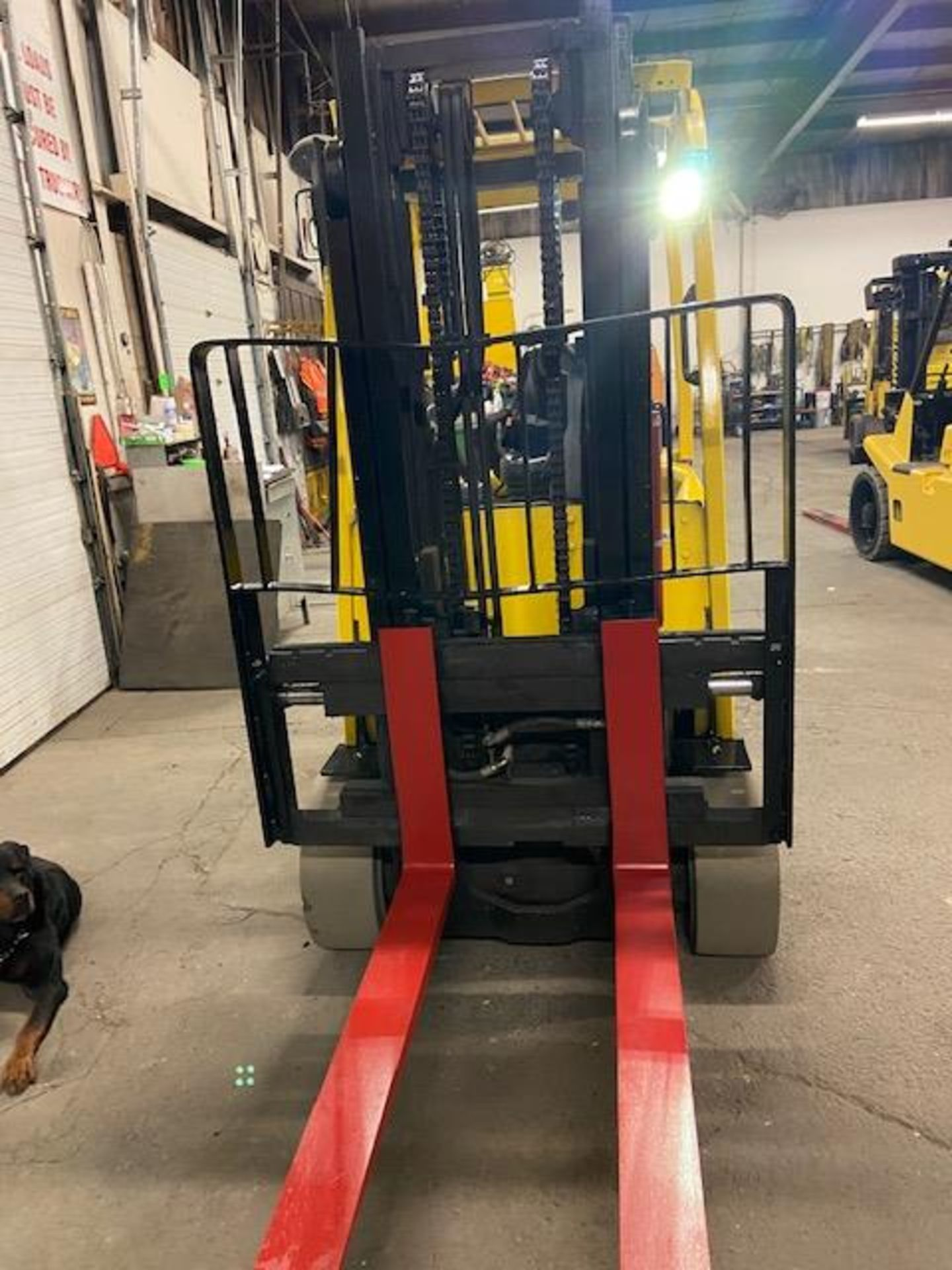 FREE CUSTOMS - 2014 Hyster 8000lbs Capacity Forklift Electric with sideshift and 3 stage mast - Image 2 of 2