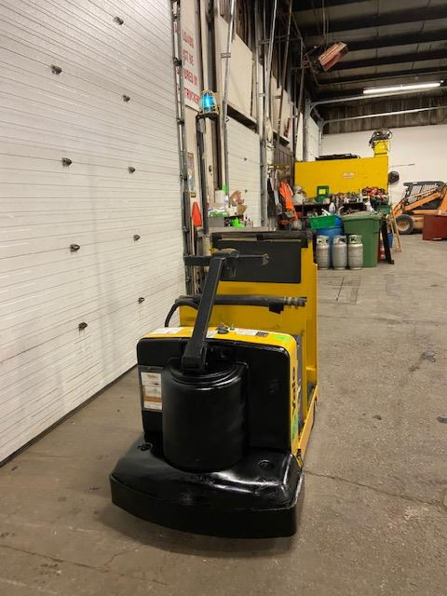2011 Yale Ride On Tow Tractor - Tugger / Personal Carrier Electric 24V - Image 2 of 3