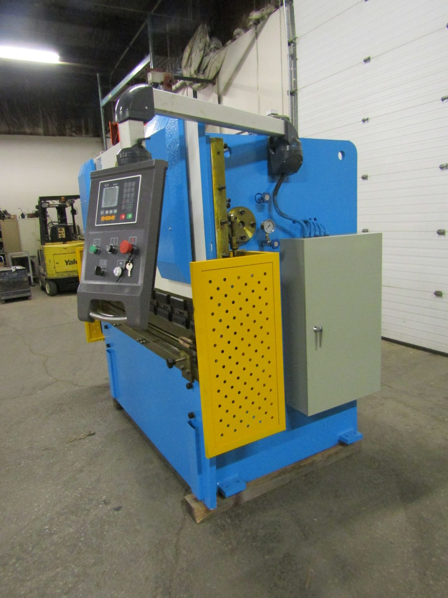 "Bernardo Hydraulic Press Brake 40 ton capacity 80"" bed - 460/575V 3 phase with CNC back gauge and - Image 3 of 3"