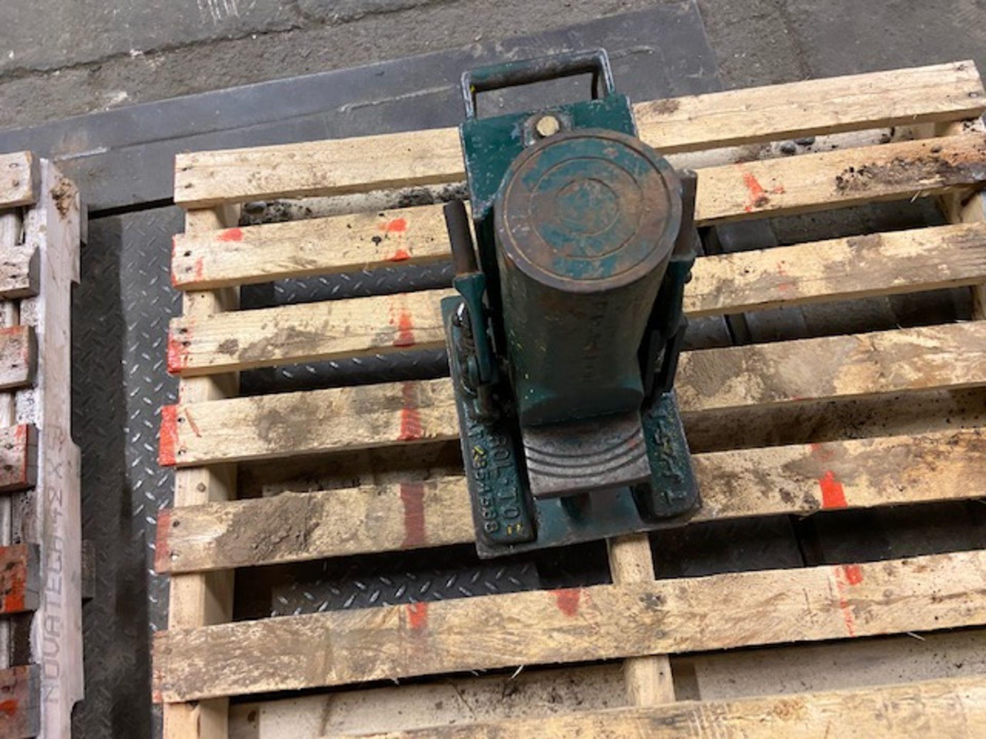 Simplex 25 Ton Toe Jack hydraulic cylinder Roll-To unit