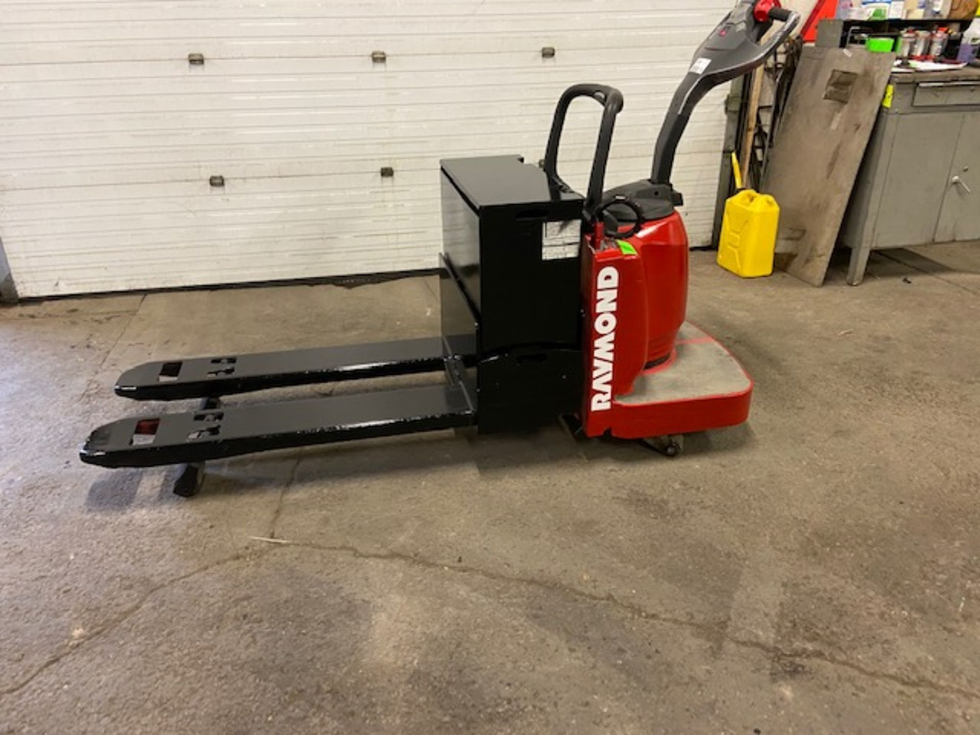 Raymond Electric Ride on Powered Pallet Cart Lift 6000lbs capacity 4' Long with LOW HOURS