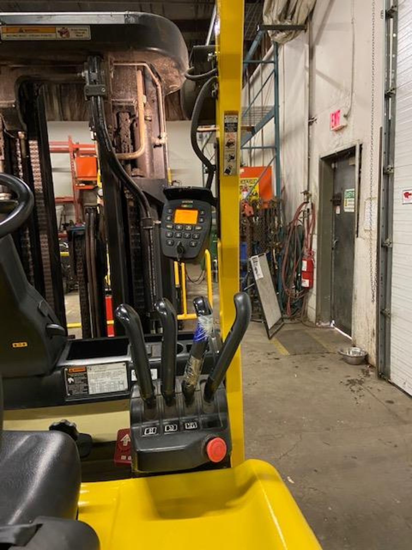 FREE CUSTOMS - 2014 Hyster 5000lbs Capacity Forklift Electric with 4-STAGE MAST with sideshift & - Image 2 of 4