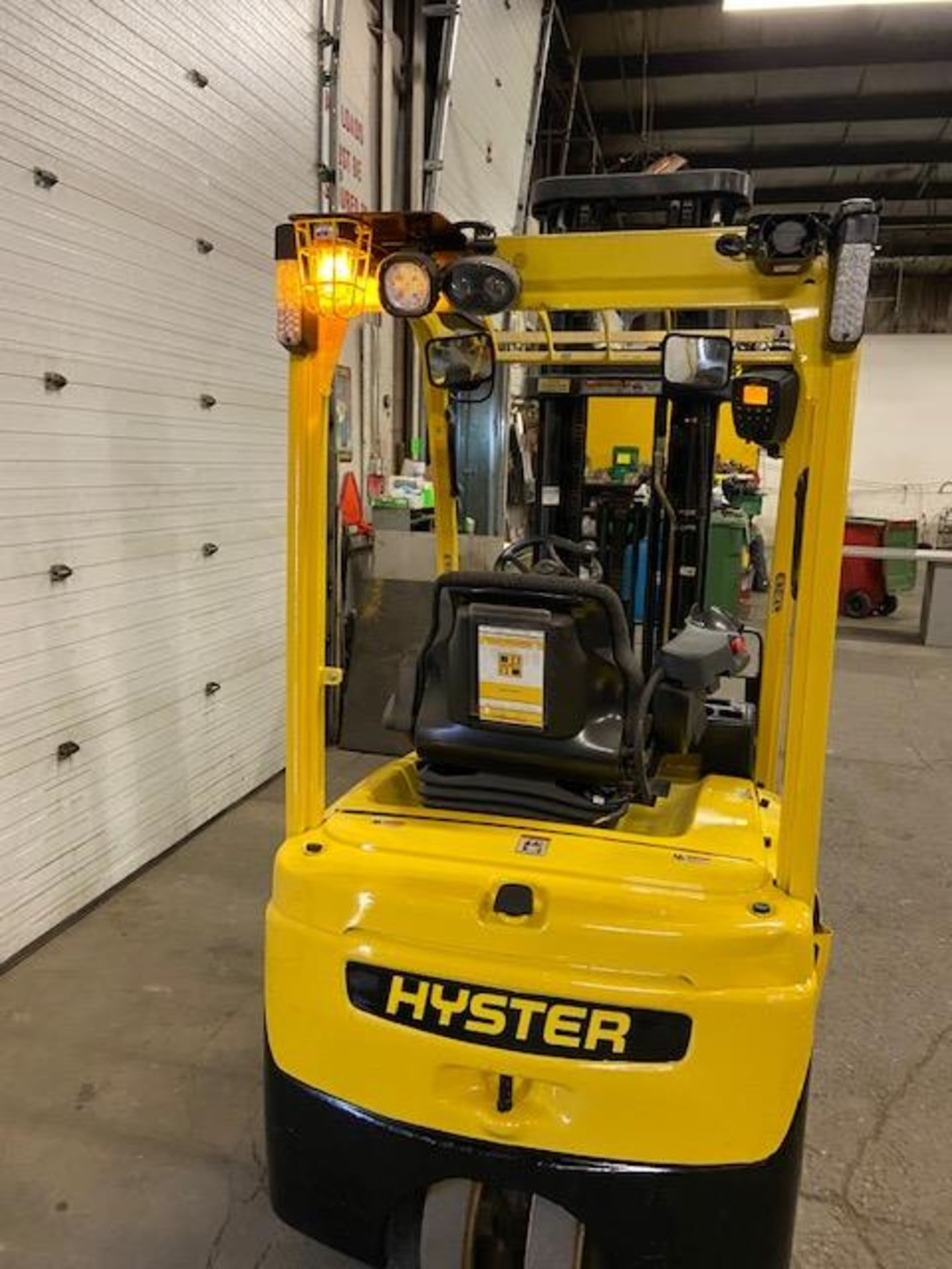 FREE CUSTOMS - 2013 Hyster 3000lbs Capacity 3-wheel Forklift Electric with 3-stage mast with - Image 2 of 3