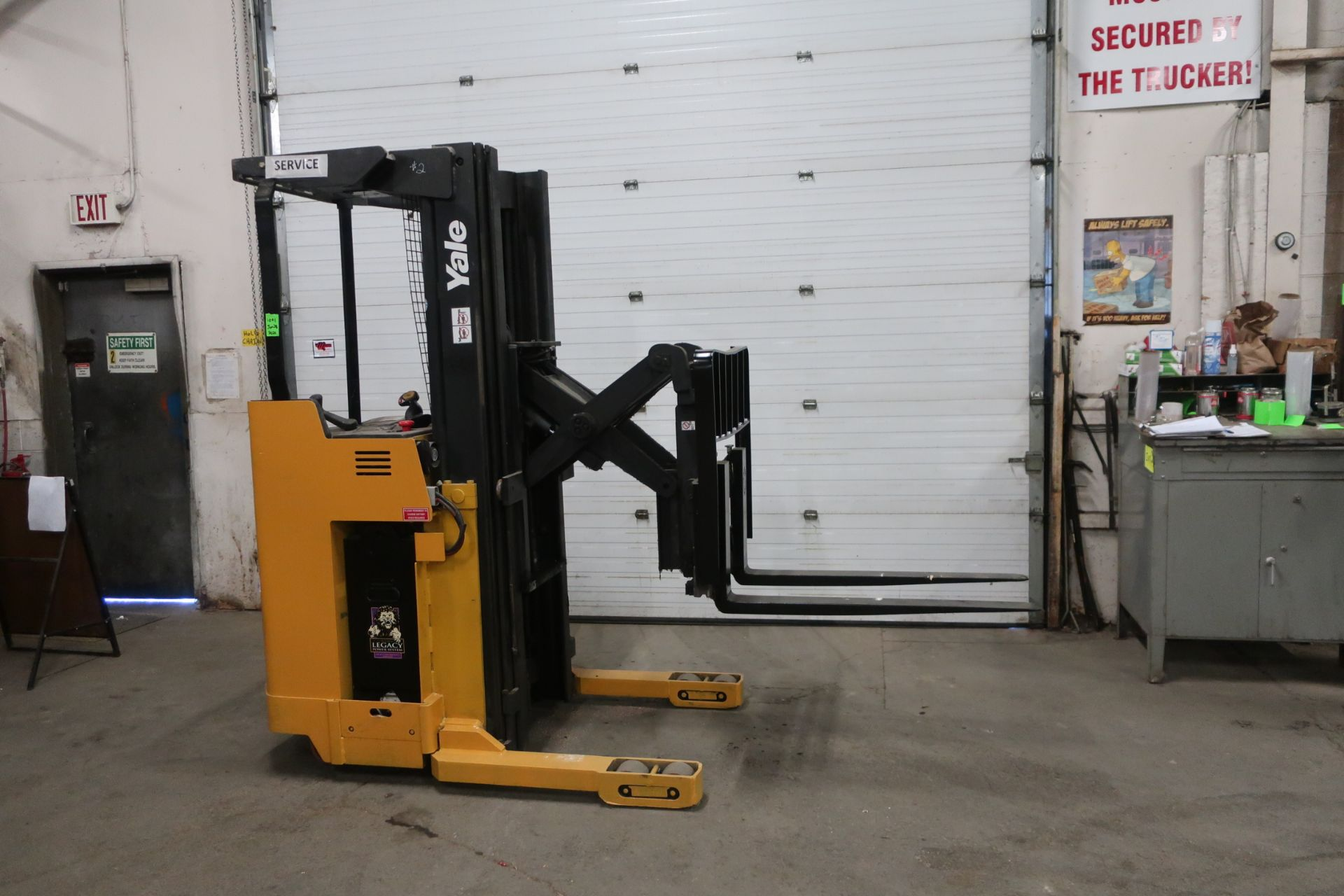 FREE CUSTOMS - 2012 Yale Reach Truck Pallet Lifter REACH TRUCK electric 4000lbswith sideshift 3-