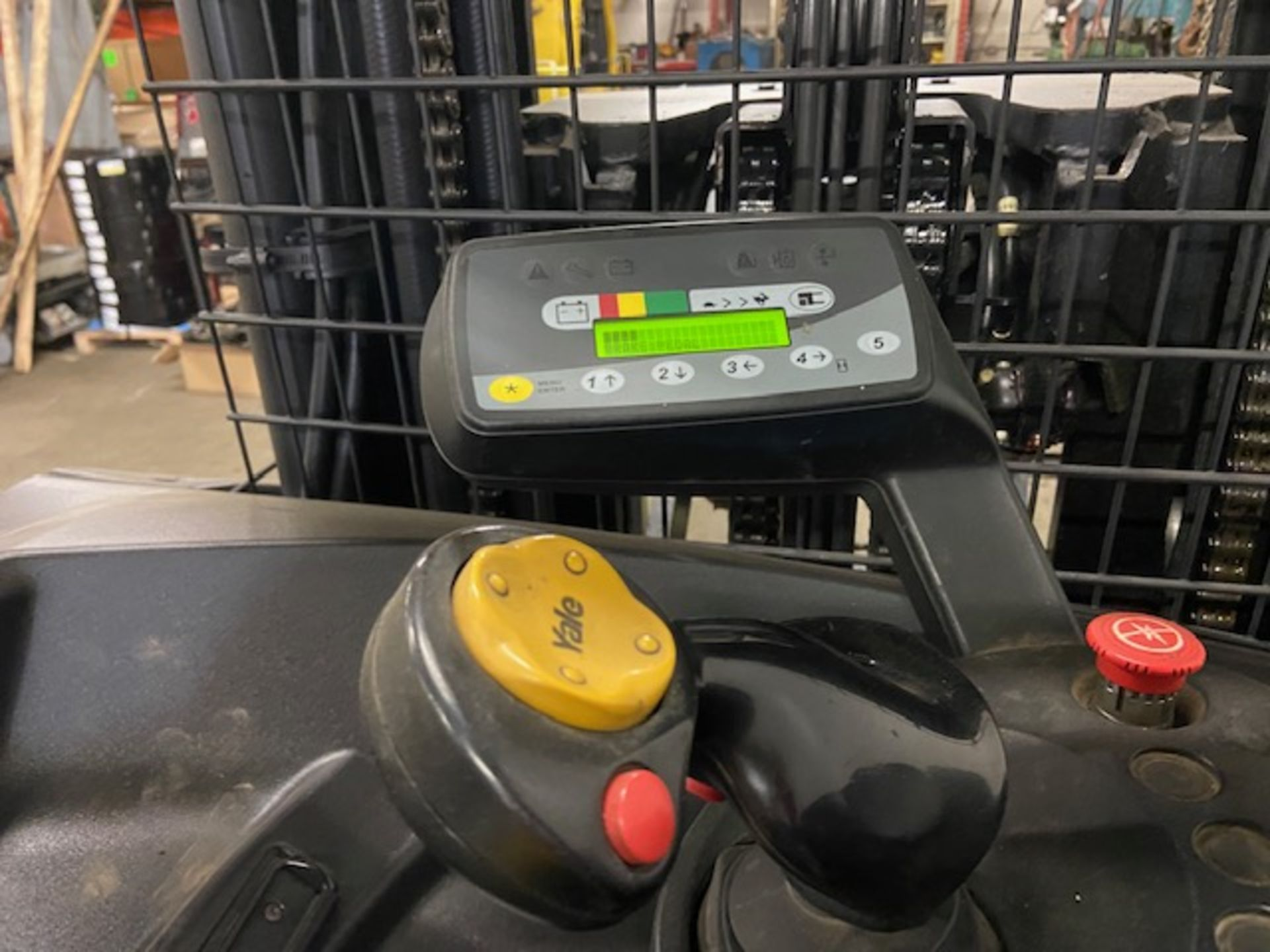 FREE CUSTOMS - Yale Reach Truck Pallet Lifter REACH TRUCK electric 4000lbs with sideshift 3-stage - Image 4 of 7