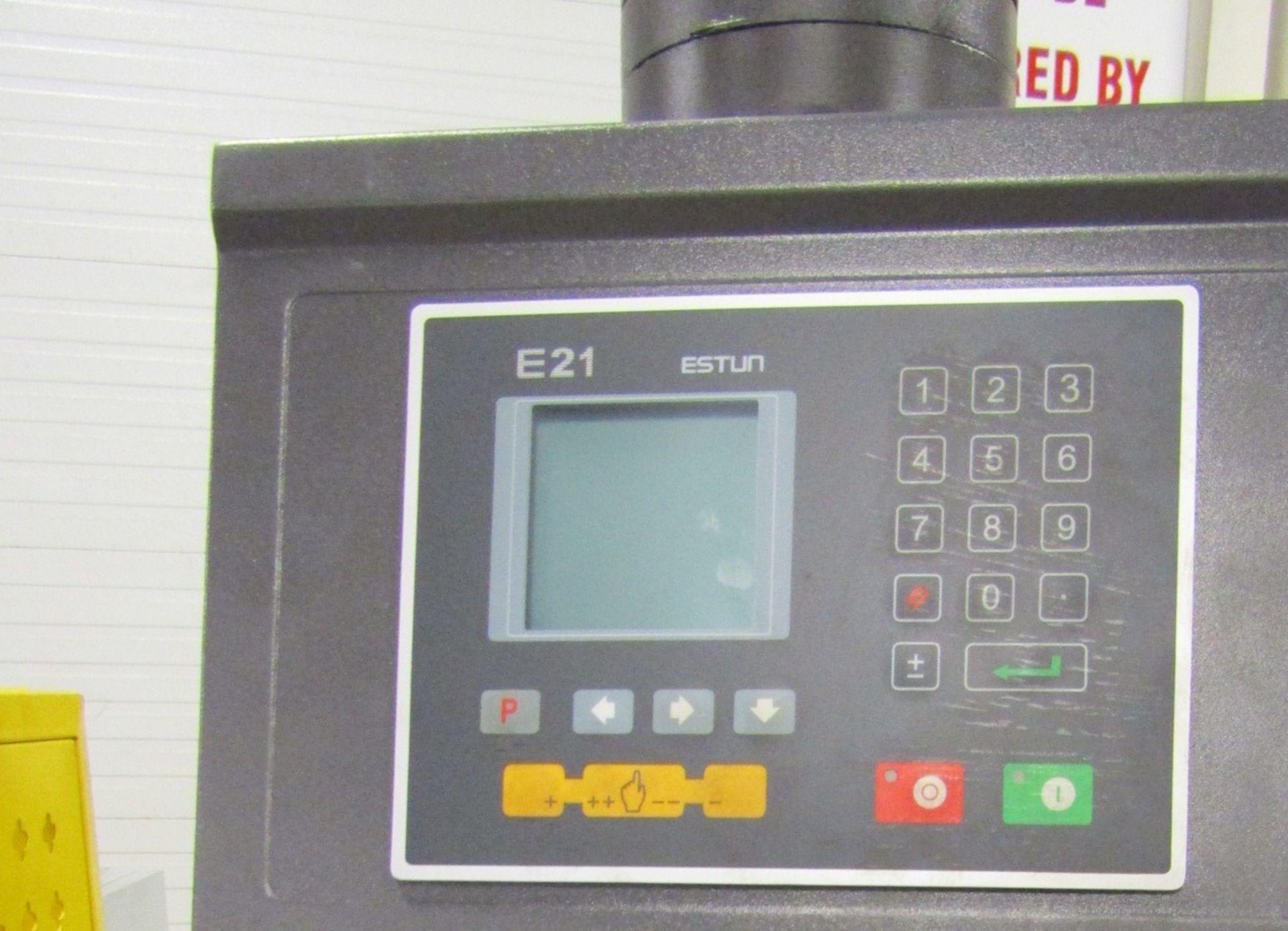 "Bernardo Hydraulic Press Brake 40 ton capacity 80"" bed - 460/575V 3 phase with CNC back gauge and - Image 2 of 3"