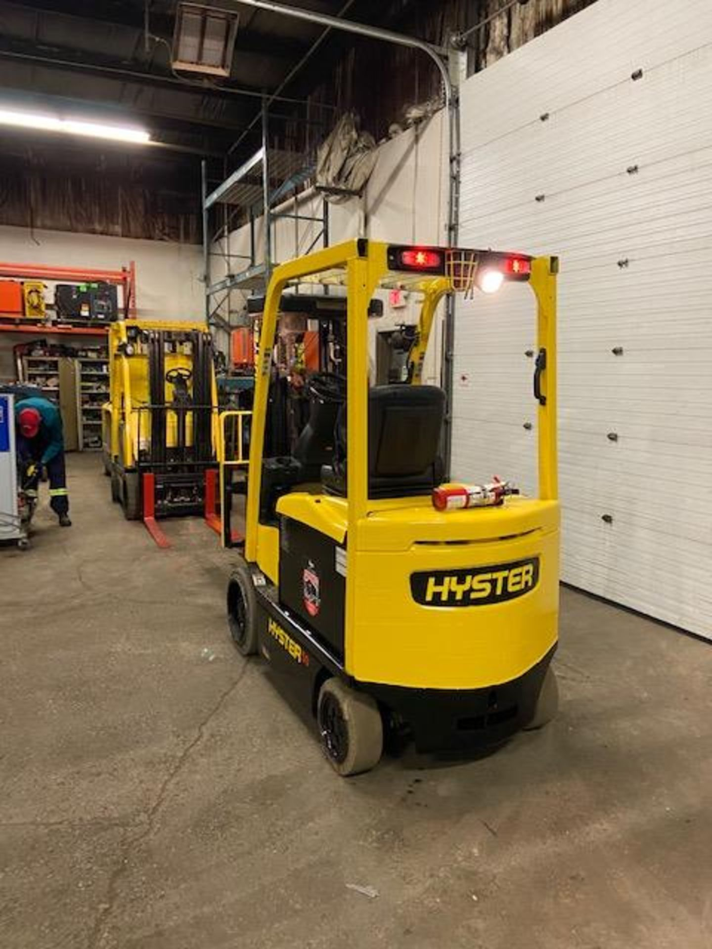 FREE CUSTOMS - 2014 Hyster 5000lbs Capacity Forklift Electric with 4-STAGE MAST with sideshift & - Image 4 of 4