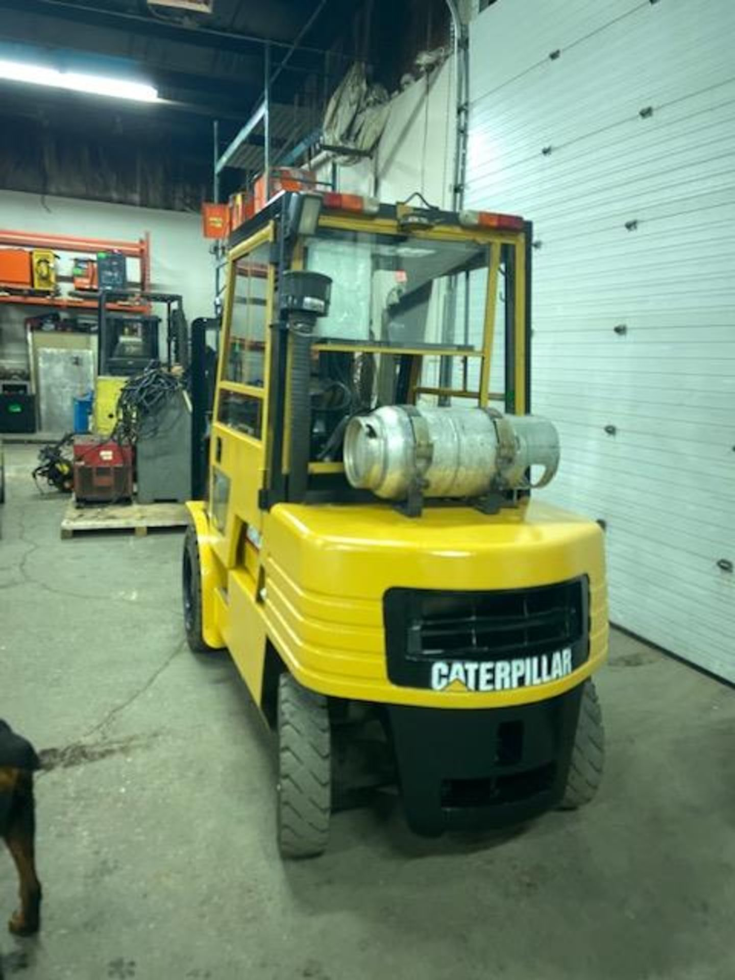 FREE CUSTOMS - CAT 6000lbs OUTDOOR Capacity Forklift LPG (propane) with 3-stage mast and - Image 3 of 3