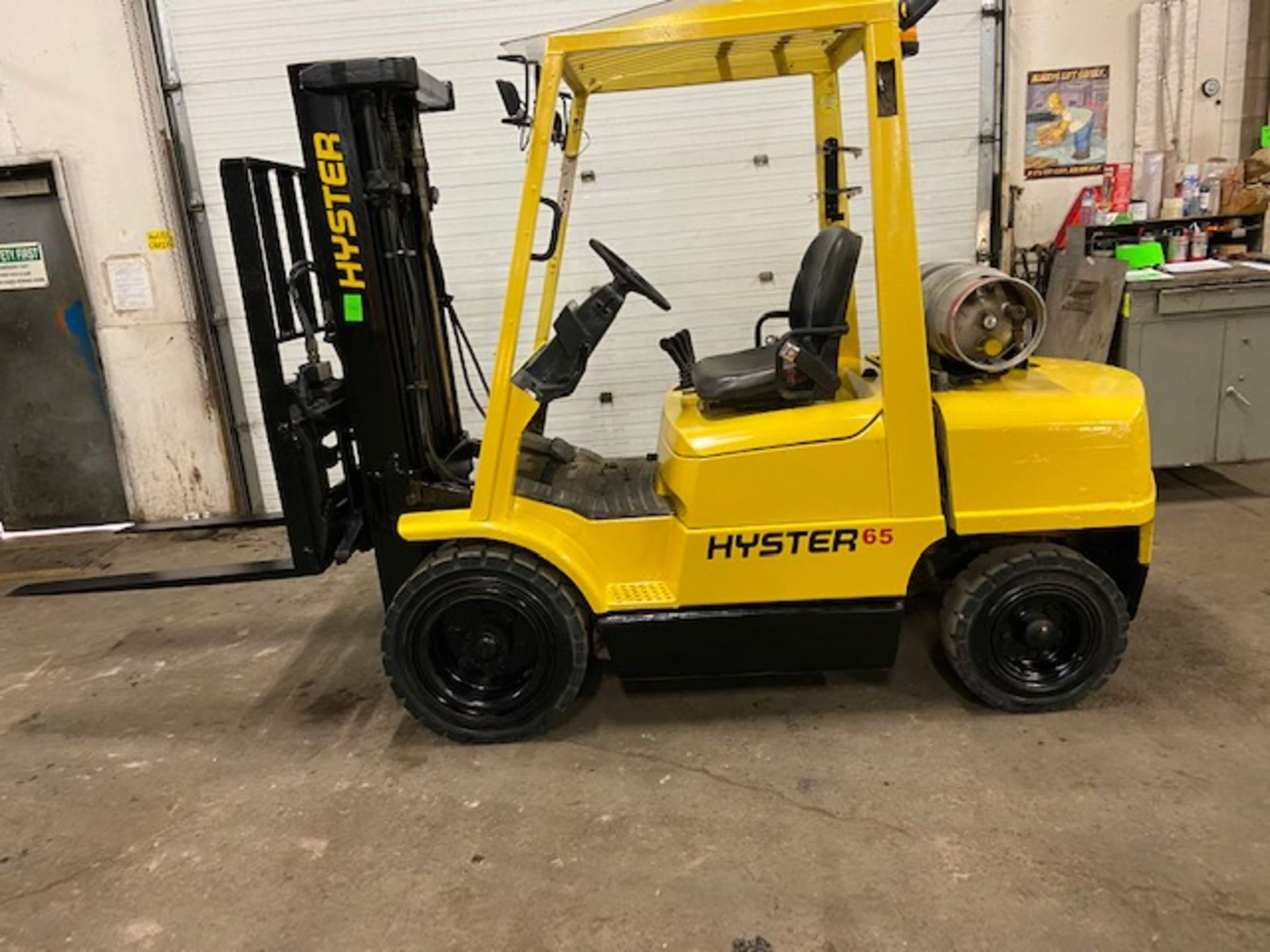 FREE CUSTOMS - Hyster 6500lbs OUTDOOR Forklift with sideshift fork positioner & 3-stage mast LPG