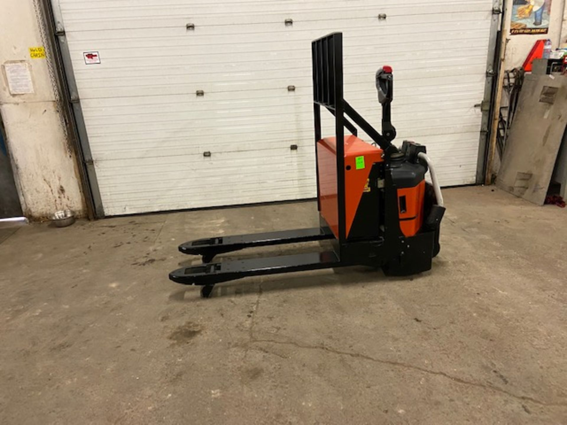 """2007 BT Raymond Ride On Electric Powered Pallet Cart Walkie Lift 5000lbs capacity 48"""" with LOW"""