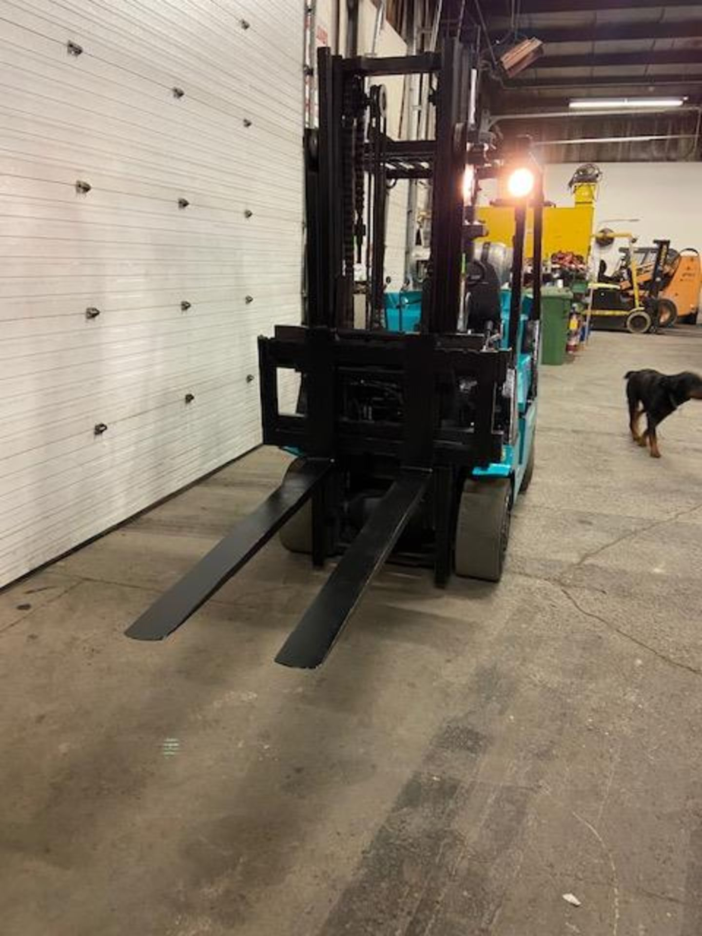 """FREE CUSTOMS - Mitsubishi 9000lbs capacity LPG (propane) Forklift with sideshift and 56"""" forks (no - Image 2 of 2"""