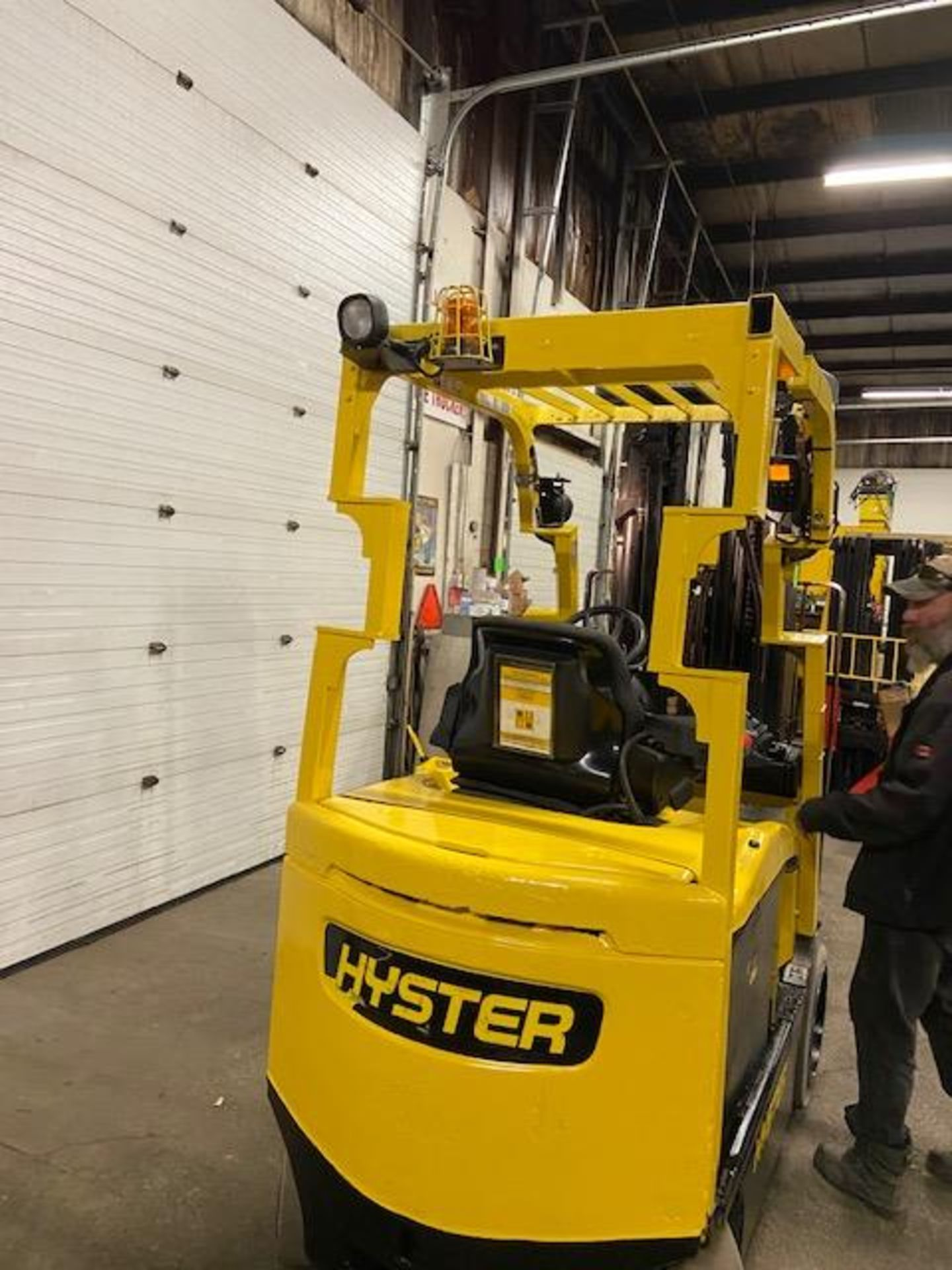 FREE CUSTOMS - 2015 Hyster 5000lbs Capacity Forklift Electric with 4-STAGE MAST with sideshift & - Image 4 of 4