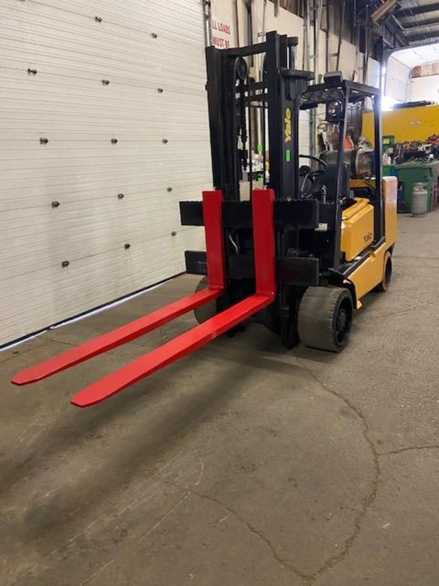 """FREE CUSTOMS - Yale 10000lbs Forklift with 72"""" forks MINT UNIT - Image 2 of 2"""