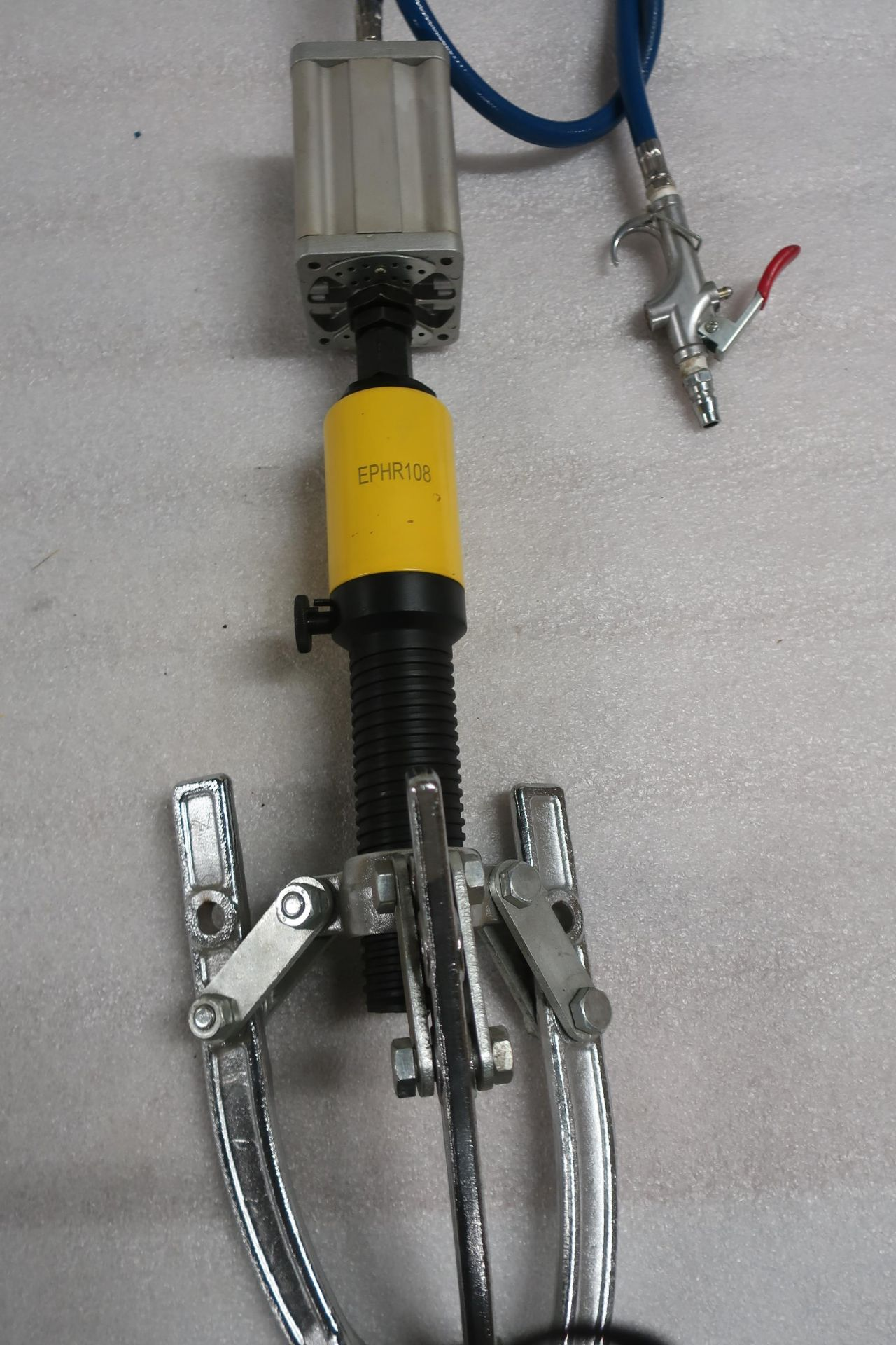 model EPHR108 Pneumatic / Air over Hydraulic Bearing Puller with 5 ton capacity MINT