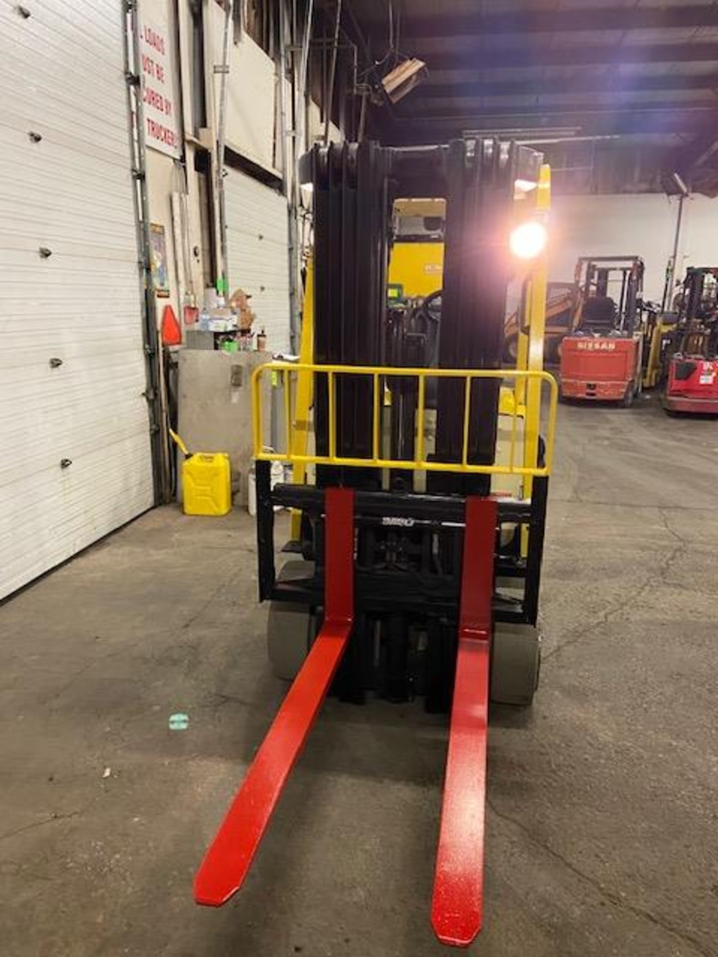 FREE CUSTOMS - 2014 Hyster 5000lbs Capacity Forklift Electric with 4-STAGE MAST with sideshift & - Image 3 of 4