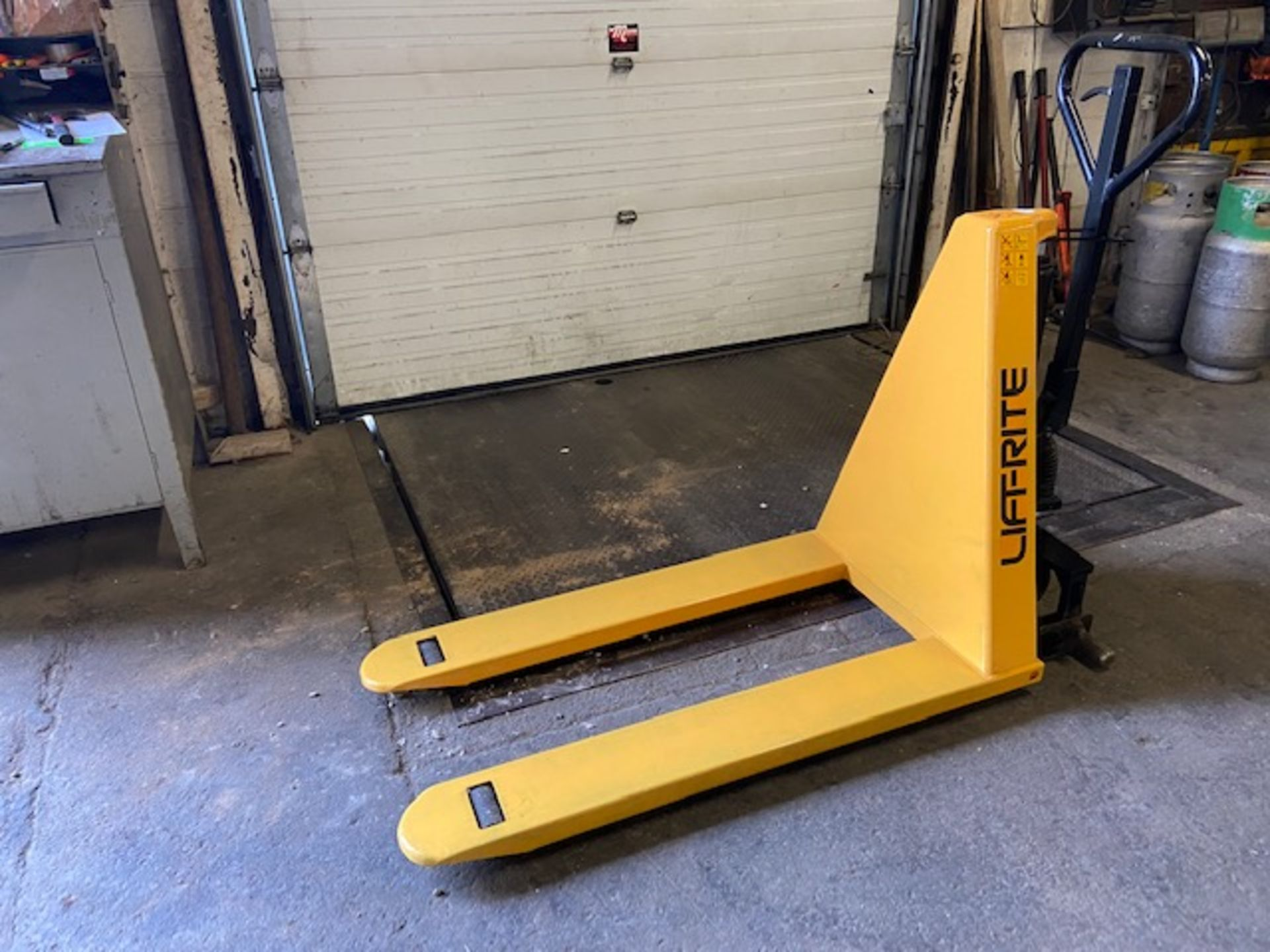 """Lift-Rite Hydraulic Pump Cart with 30"""" Lift height MINT"""
