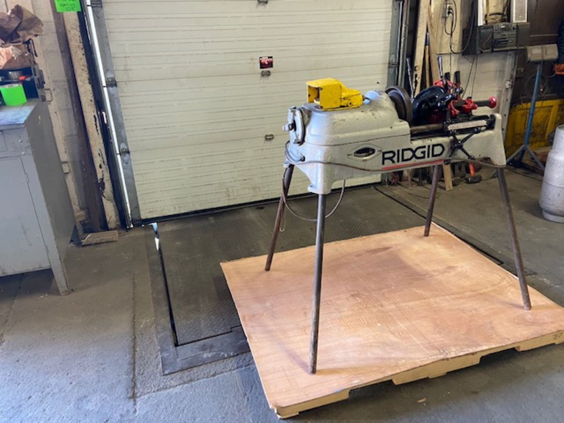 Ridgid 535 Pipe Threading Unit with Cutter and Threading Die and foot pedal Complete - Image 2 of 2