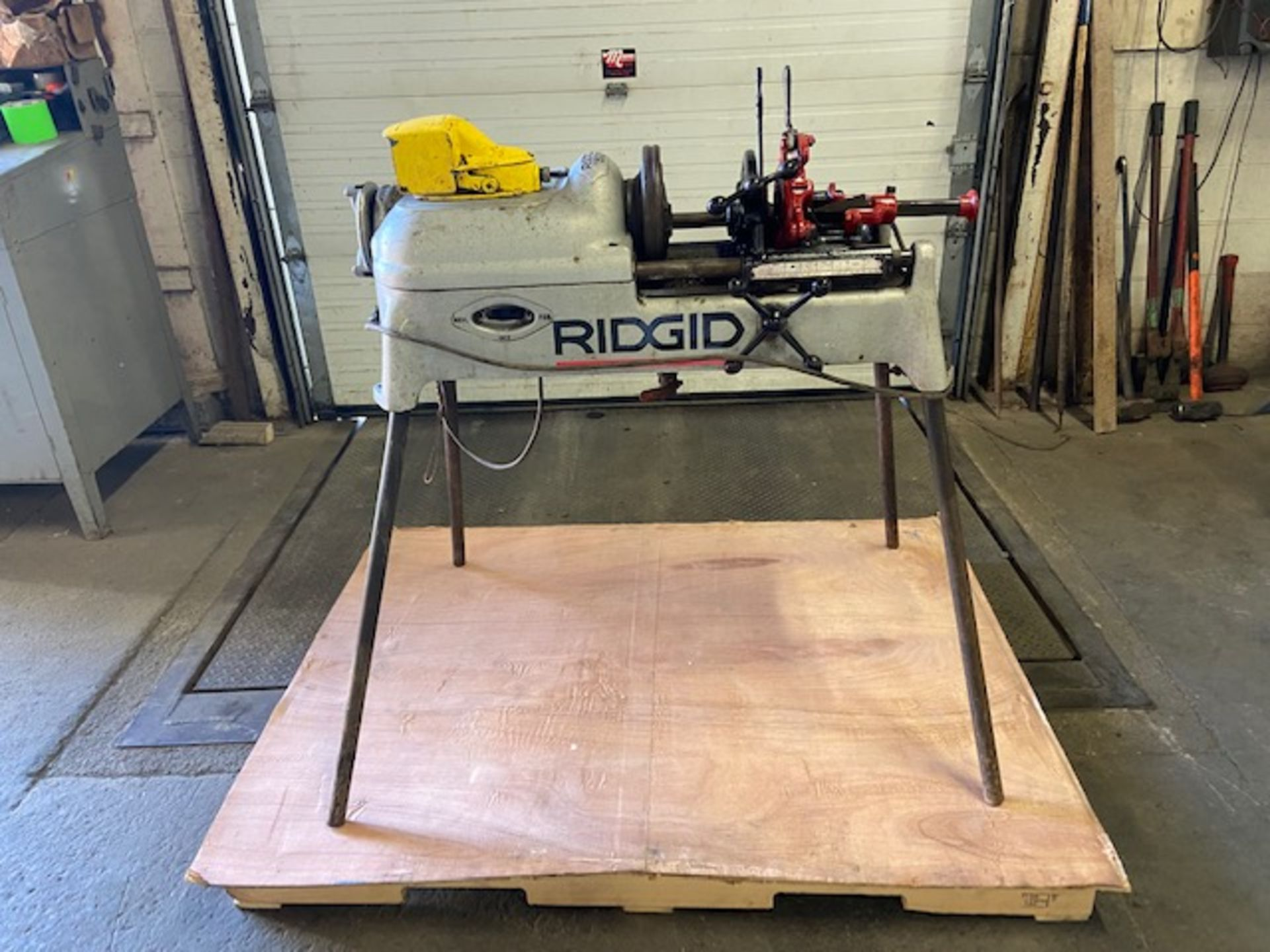 Ridgid 535 Pipe Threading Unit with Cutter and Threading Die and foot pedal Complete