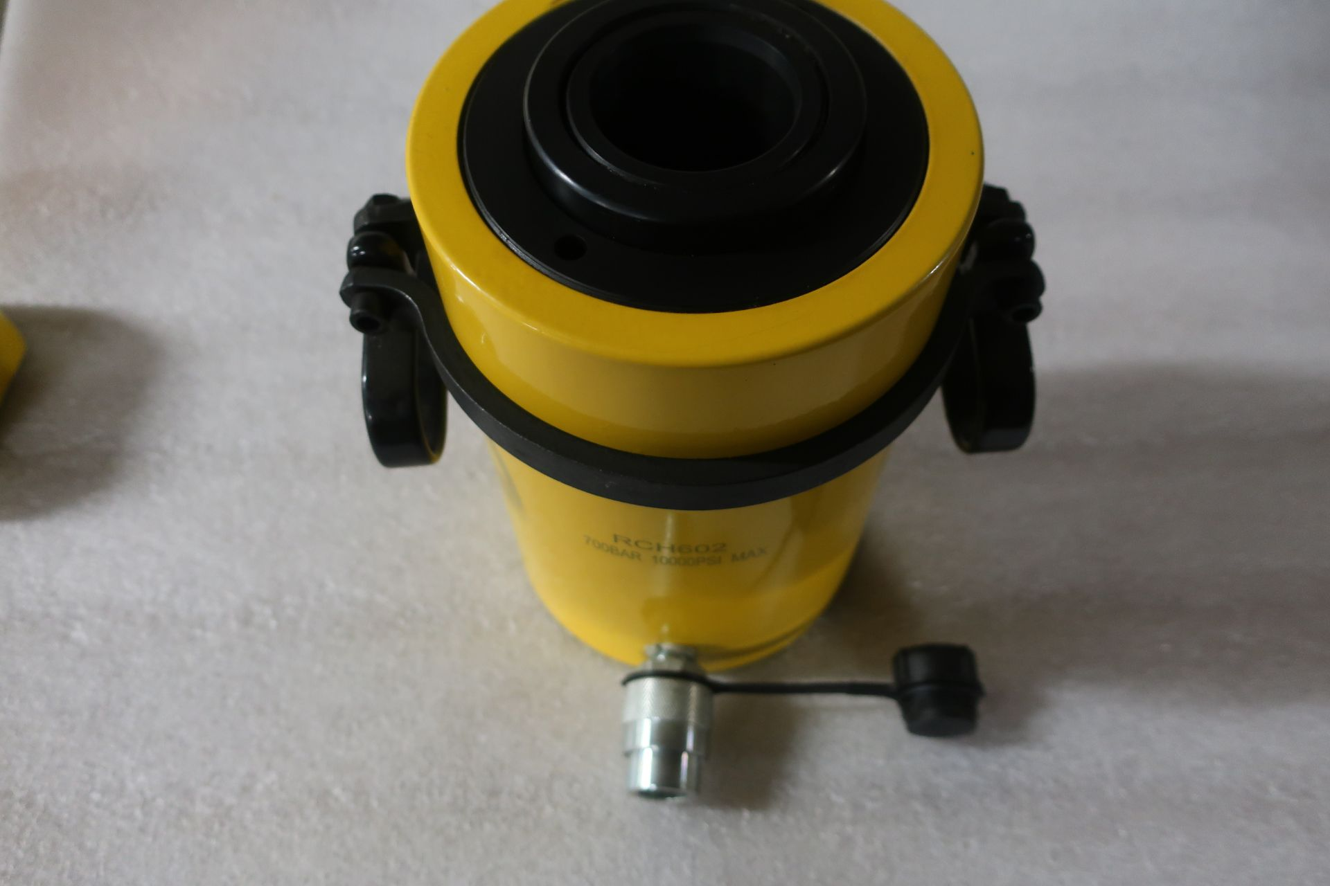 """RCH-602 MINT Hole Jack - 60 ton Hollow Hydraulic Jack with 2"""" stroke - hole through type cylinder - Image 2 of 2"""