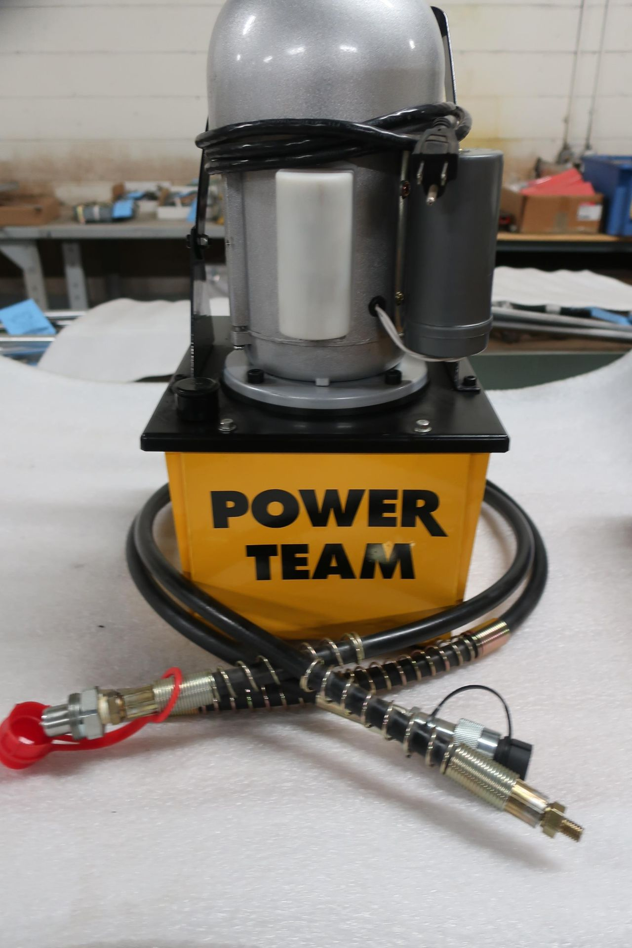 Power Team Hydraulics Electric Powerpack type - 120V single phase hydraulic pump - UNUSED & MINT - Image 2 of 2
