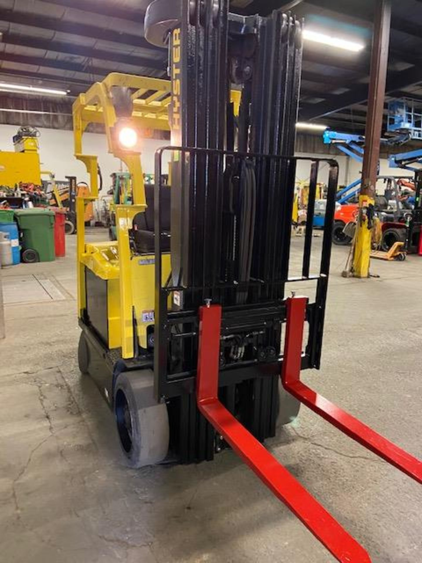 FREE CUSTOMS - 2013 Hyster 5000lbs Capacity Forklift Electric with 4-stage mast with sideshift and - Image 2 of 3