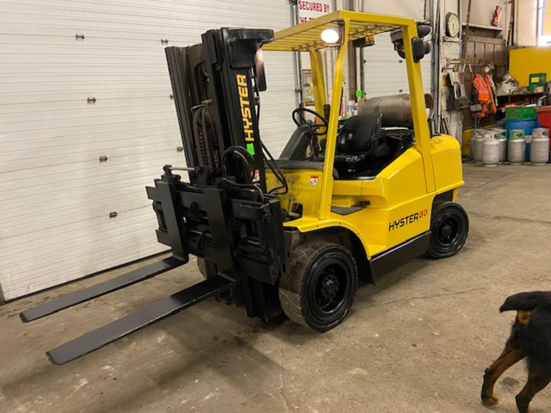 FREE CUSTOMS - Hyster 8000lbs OUTDOOR Forklift with sideshift fork positioner & 3-stage mast LPG - Image 2 of 3