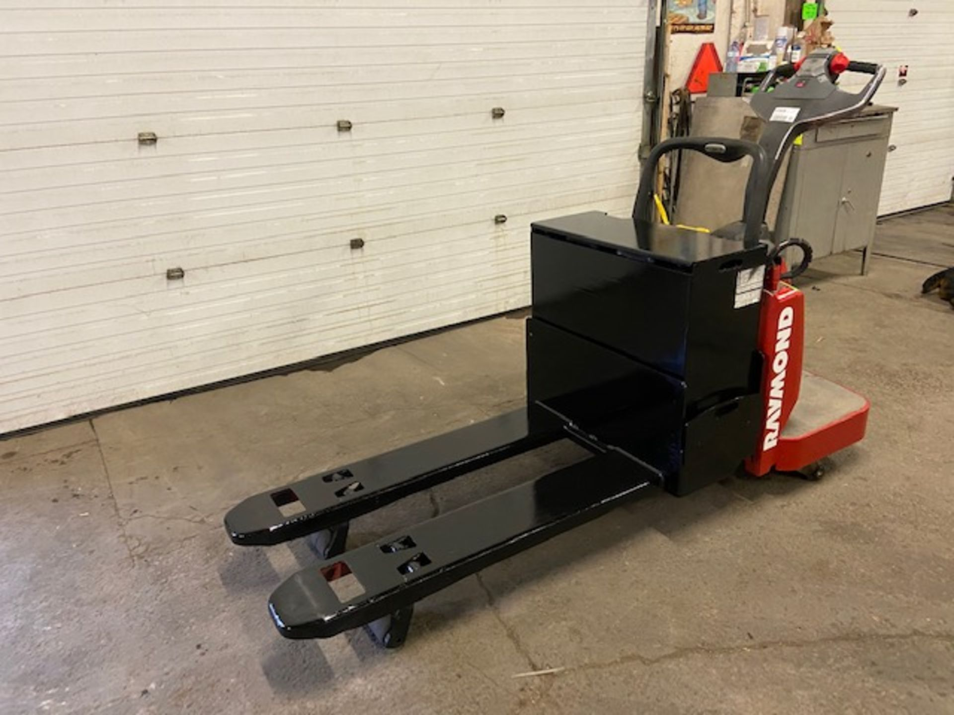 Raymond Electric Ride on Powered Pallet Cart Lift 6000lbs capacity 4' Long with LOW HOURS - Image 2 of 3