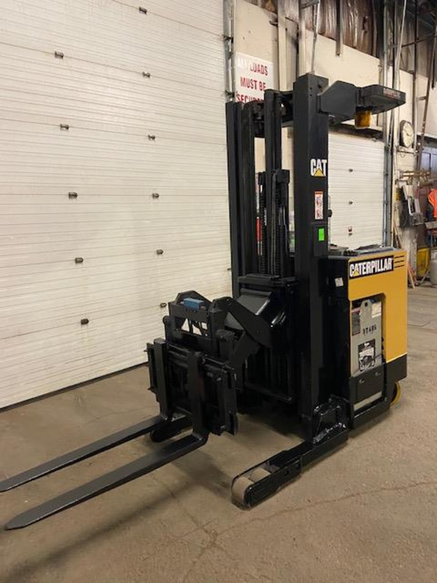 FREE CUSTOMS - CAT Reach Truck Pallet Lifter REACH TRUCK electric 4000lbs with sideshift - Image 2 of 3