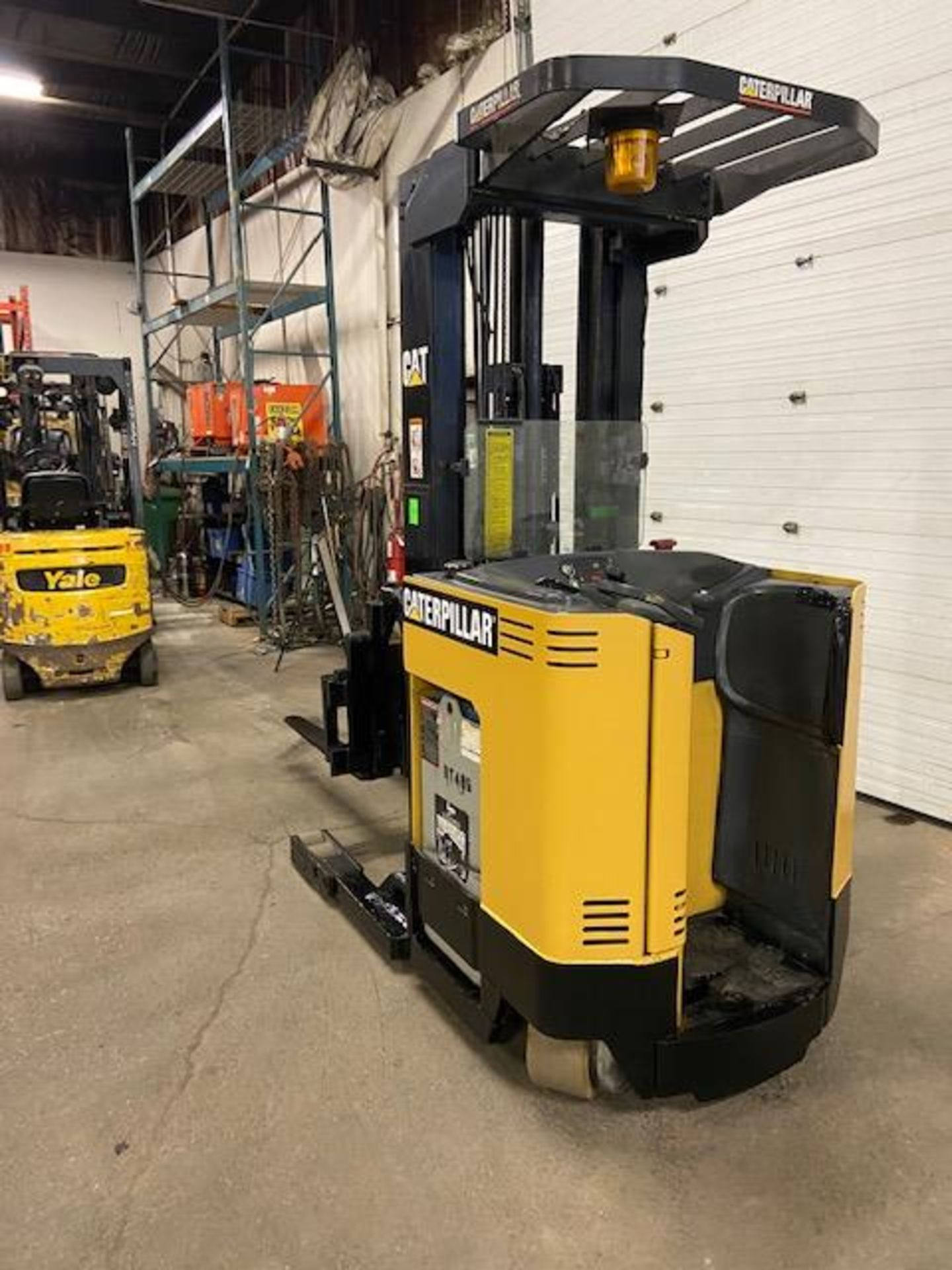 FREE CUSTOMS - CAT Reach Truck Pallet Lifter REACH TRUCK electric 4000lbs with sideshift - Image 3 of 3