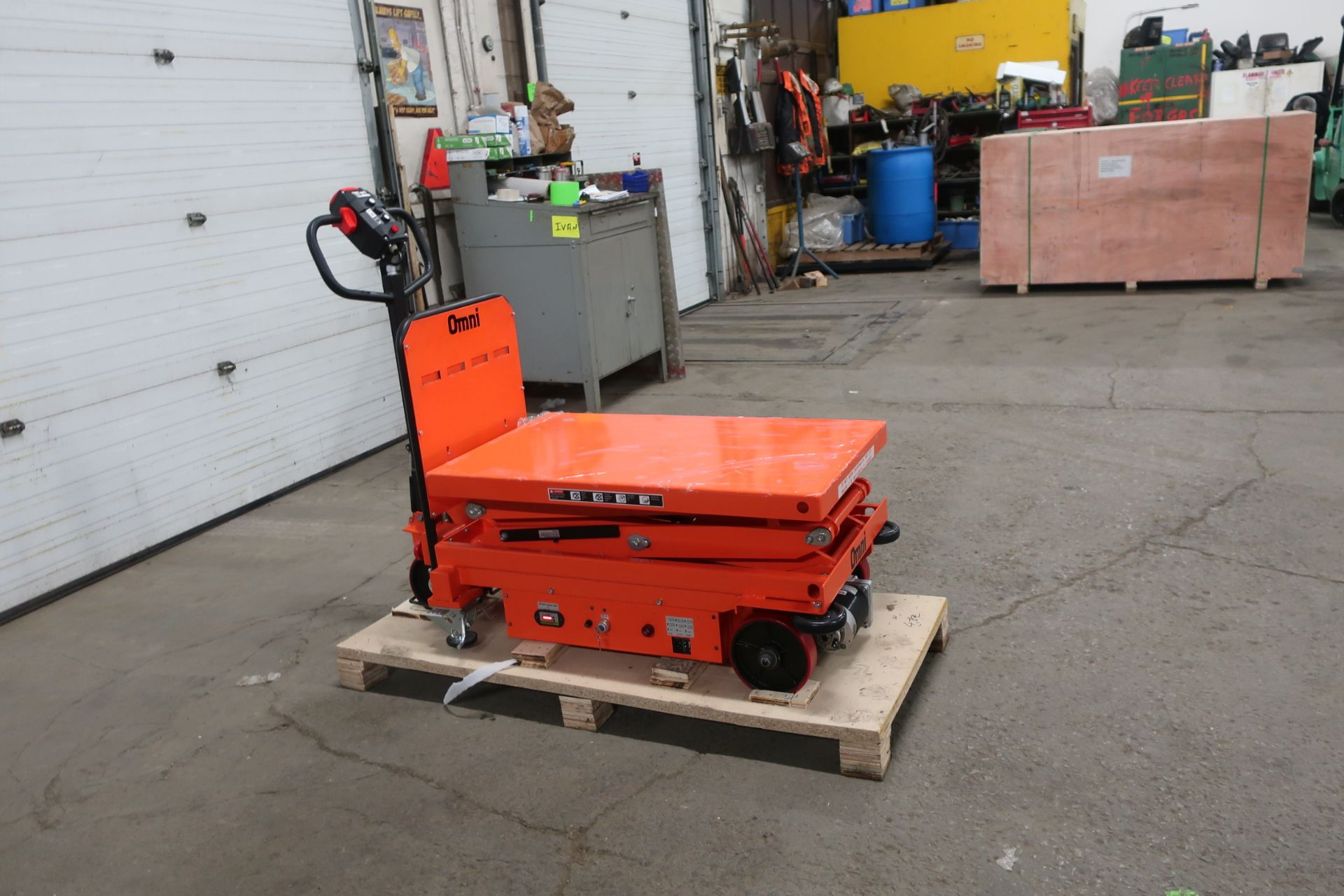 """MINT Omni Motorized Lift Table Platform 800kg / 1760lbs capacity and 1850mm / 73"""" Lift Height UNUSED - Image 2 of 2"""