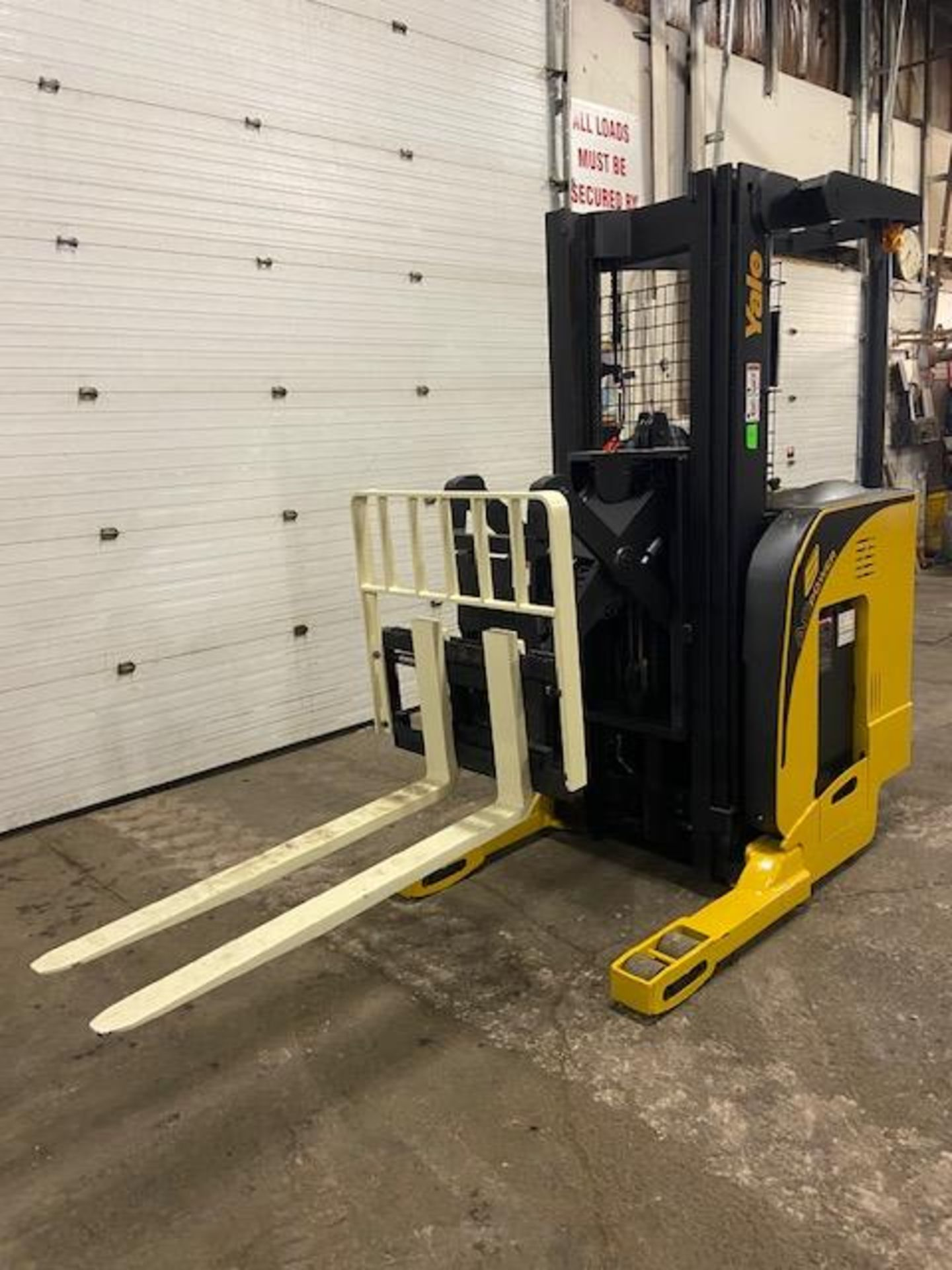FREE CUSTOMS - Yale Reach Truck Pallet Lifter REACH TRUCK electric 4000lbs with sideshift 3-stage - Image 6 of 7